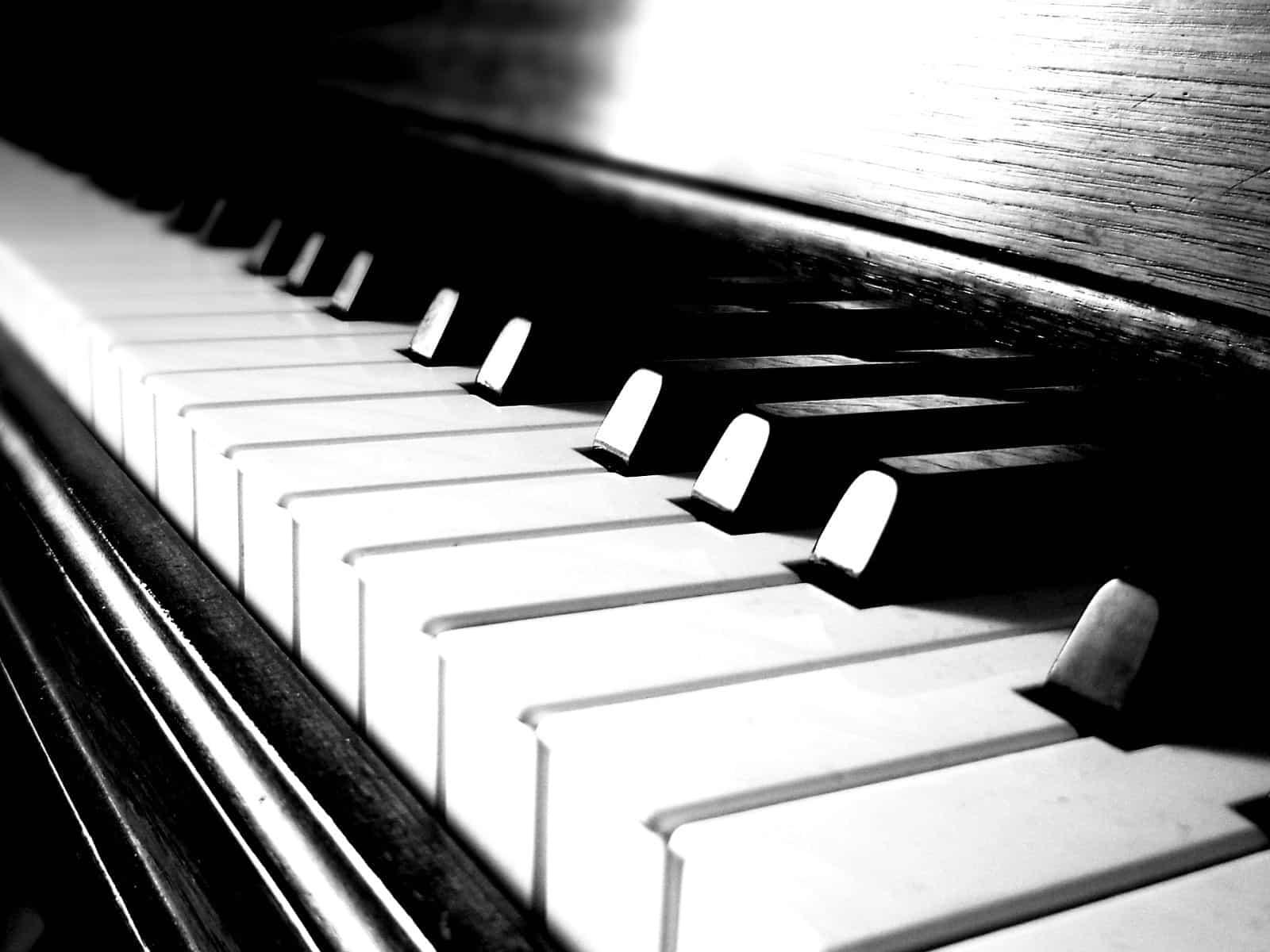 Hole - Piano